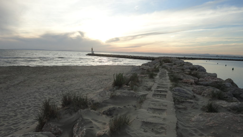 photo-paysage-plage-sable-digue-mer-phare