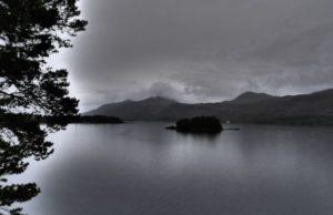photo-paysage-noir-blanc-lac-montagne